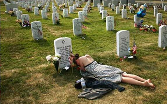 wife-at-grave-of-iraq-war-casualty